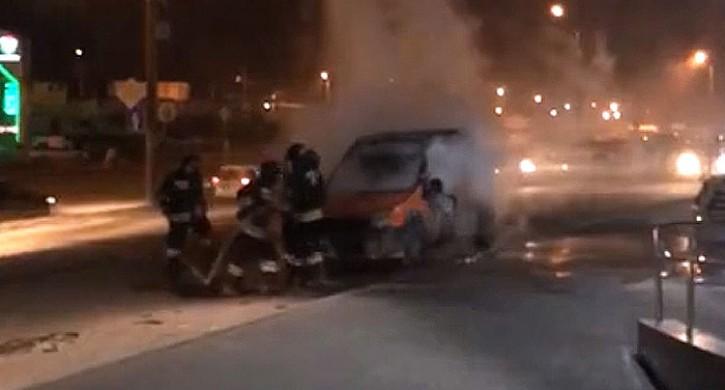 ВЧелябинске сгорела припаркованная убара иностранная машина ФОТО ВИДЕО