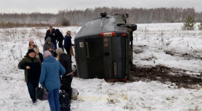 Под Челябинском перевернулся автобус с пассажирами