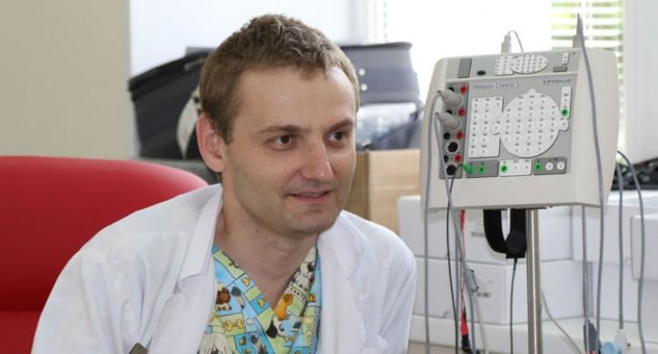 Травмированного ребенка восстановили магнитным стимулятором