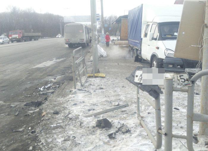 НаУрале пожилые люди бросились разбирать выпавшие из грузового автомобиля пельмени после ДТП