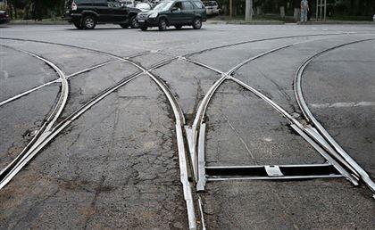ВЧелябинске незаконных маршрутчиков подозревают впорче трамвайных рельсов