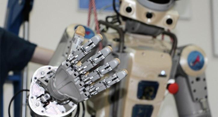 Военные отправилась в Казахстан встречать робота Федора