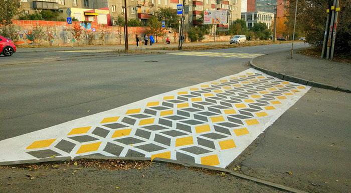 синяя и желтая разметка на дорогах