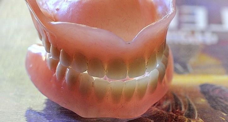 Жительнице Магнитогорска удалили здоровый зуб без наркоза
