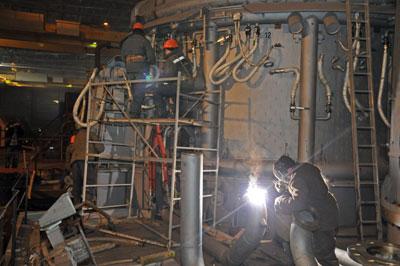 Семья погибшего евгения курдакова и пострадавшие из-за взрыва печи на ашинском металлургическом заводе 19 декабря