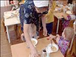 Воспитанников детсада в Челябинской области кормили запрещенными продуктами