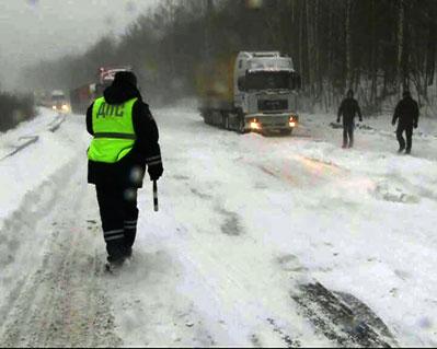 Движение легкового транспорта осуществляется по ранее утвержденной схеме...  Высота снежного покрова на утро пятницы...