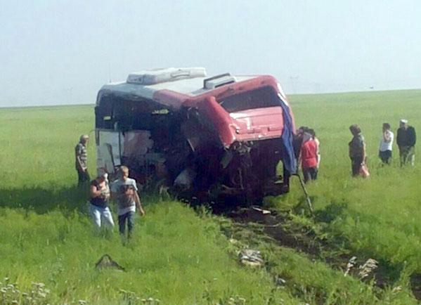ВКазахстане перевернулся автобус, где были жители России : 6 человек погибли