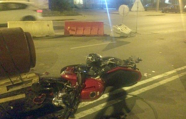Мотоциклист умер, свалившись смоста вЧелябинске