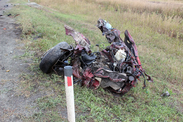 Легковую машину разорвало начасти при столкновении сдлинномером натрассе уКрасногорска