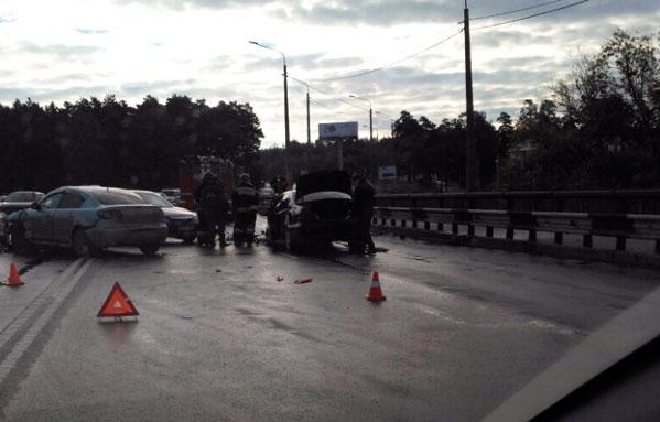 Женщина идевочка отправлены вбольницу после ДТП намосту вЧелябинске