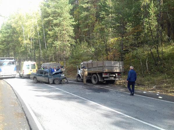 В ужасной трагедии под Миассом умер шофёр «Волги»