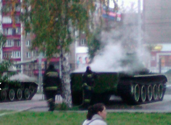 ВЧелябинске вСаду победы зажегся танк