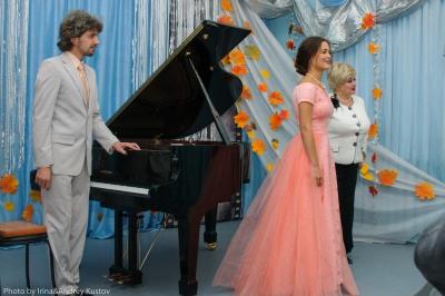 ММК подарил оперному театру рояль
