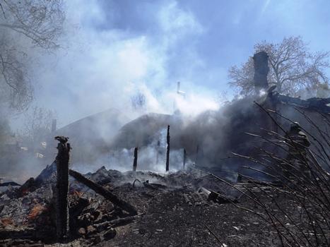 ВСаткинском районе монахи помогали тушить пожар