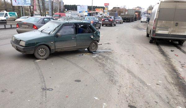 ВЧелябинске маршрутка врезалась вВАЗ: пострадал младенец
