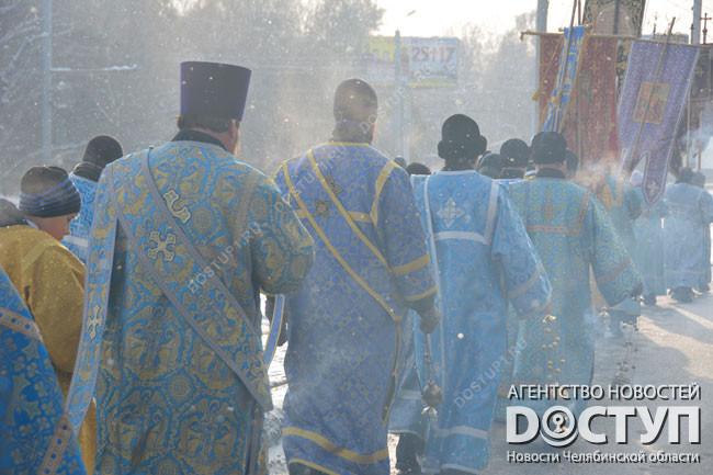 ВТвери для участников Крестного хода устроили чаепитие наулице
