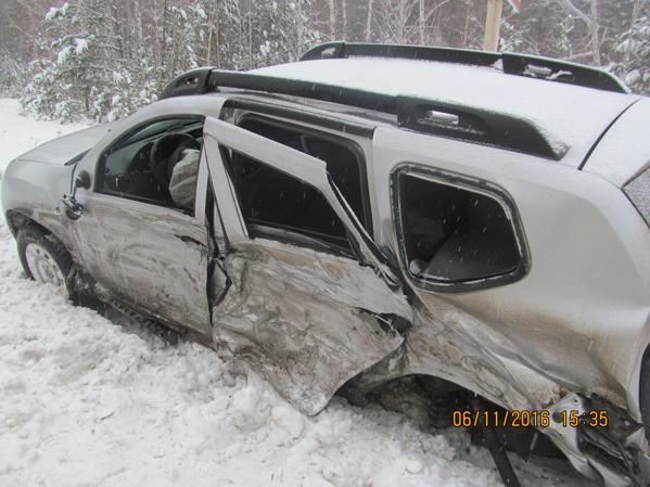 Две иномарки столкнулись из-за снегопада вМиассе: один человек умер
