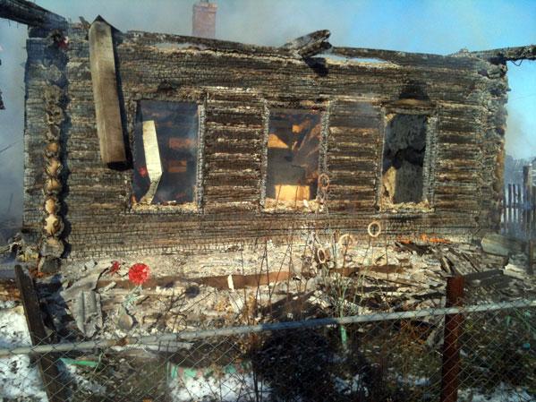 Вдеревне под Чебаркулем напожаре умер сын
