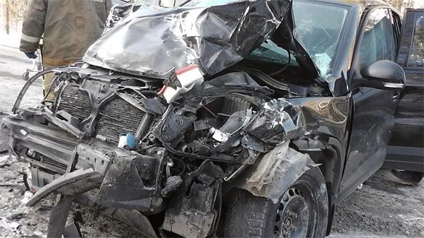 Иномарку смяло после ДТП натрассе: трое пострадали