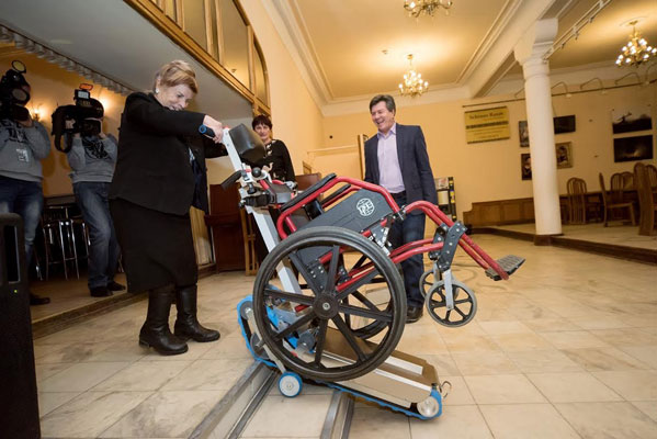 Инвалиды-колясочники смогут посещать Камерный театр