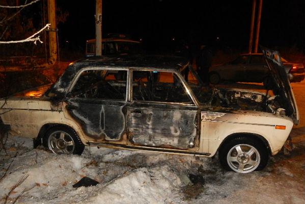Челябинцы разобрали чужую машину ипытались сжечь ее