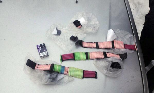 Работники Россгвардии задержали споличным челябинца, который прятал наркотик