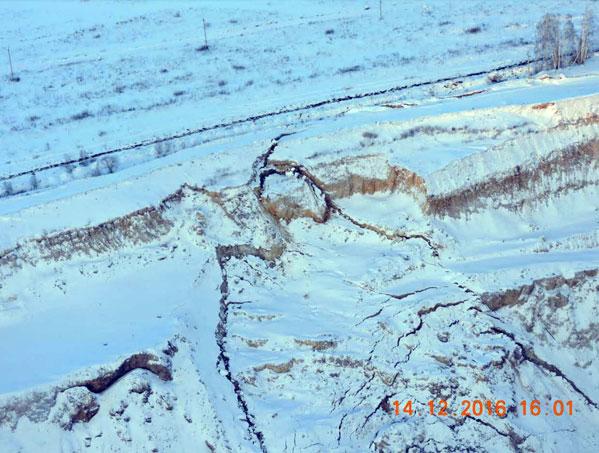 Ситуацию сугрожающей нефтепроводу трещиной почвы вЕткуле взяло под контроль руководство