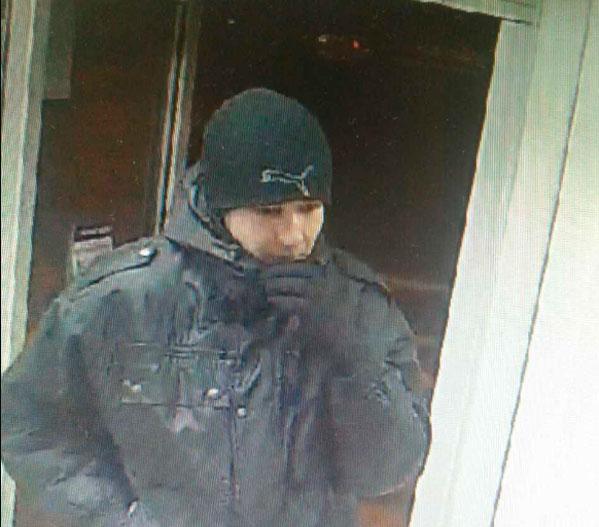 ВЧелябинске ищут мужчину, напавшего на кабинет микрозаймов