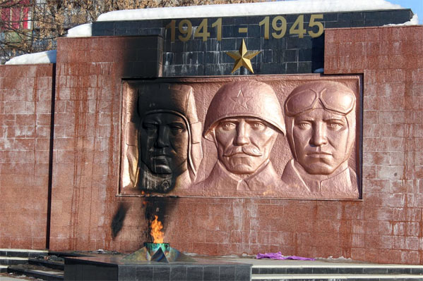 Подростки подожгли венки у«Вечного огня» вЧелябинской области