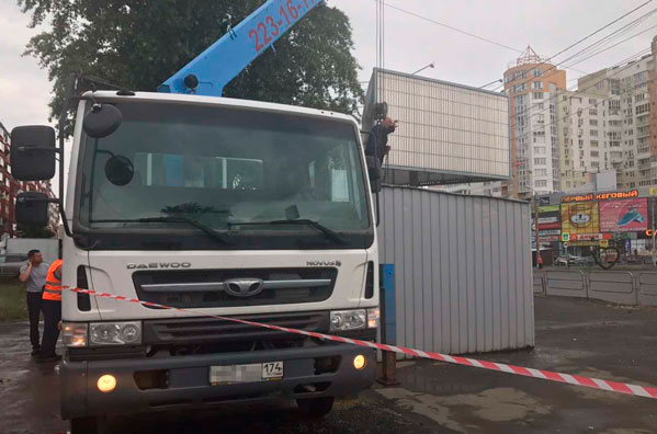 Насеверо-западе Челябинска снесли киоск микрозаймов
