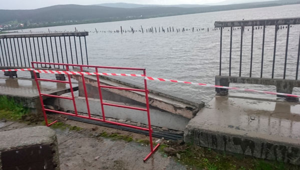 При обрушении моста вЧелябинской области пострадали подростки