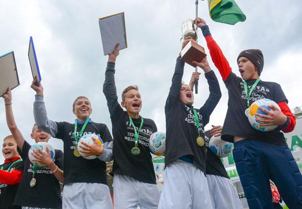 Победителями Суперкубка пофутболу «Метрошка 2017» стали ребята изКарталов