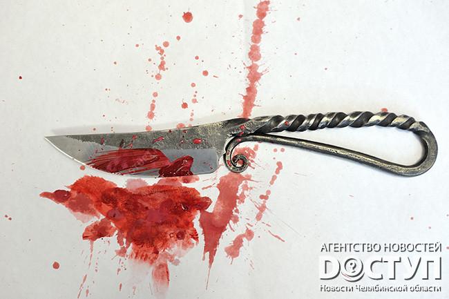 ВМиассе консультант пырнул ножом своего напарника вподъезде