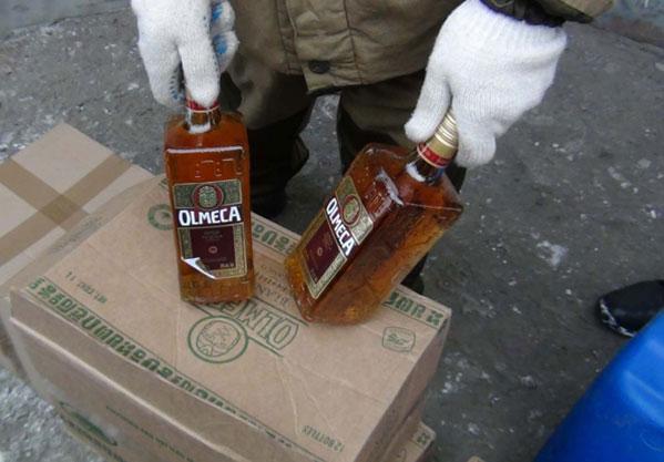 ВКыштыме силовики изъяли у«теневиков» тонны поддельного алкоголя, деньги иоружие