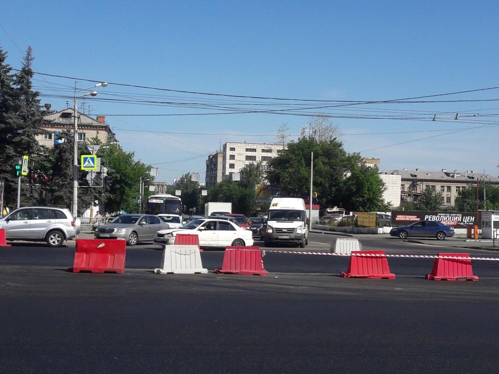 ВЧелябинске из-за ремонта дороги напроспекте Ленина затруднено движение