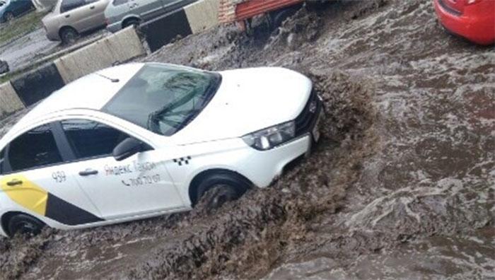 Челябинцы жалуются на потоп под мостами в Ленинском районе